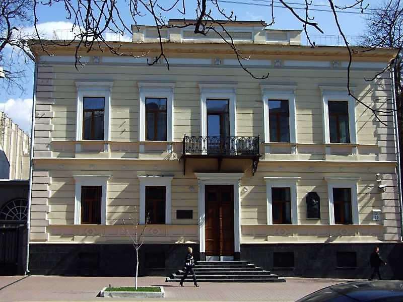 Цей особняк (Київ, вул. Володимирська, 35) збудував для себе в 1848 р. архітектор О. В. Беретті.