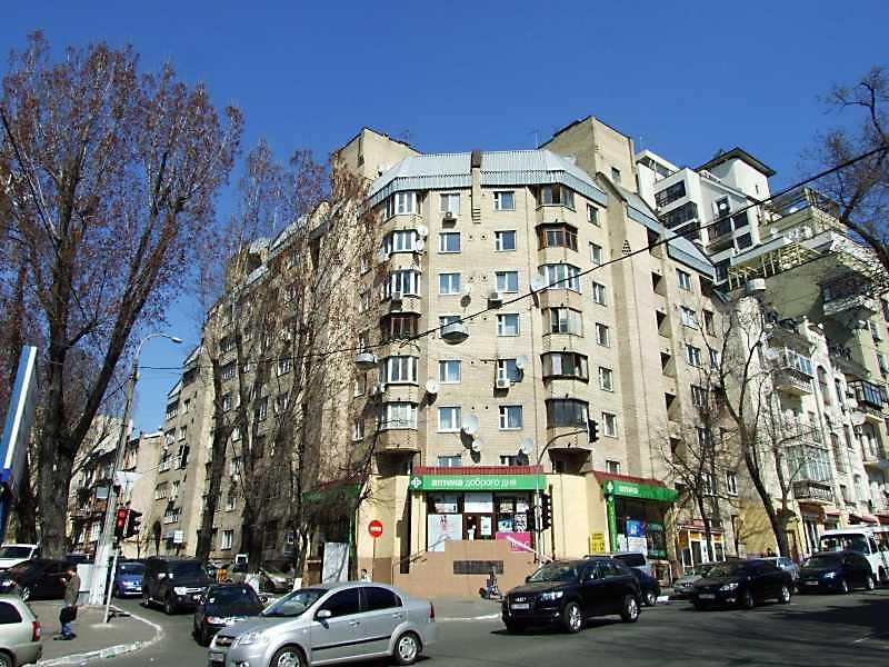 2009 р. Загальний вигляд (зліва – вул.…