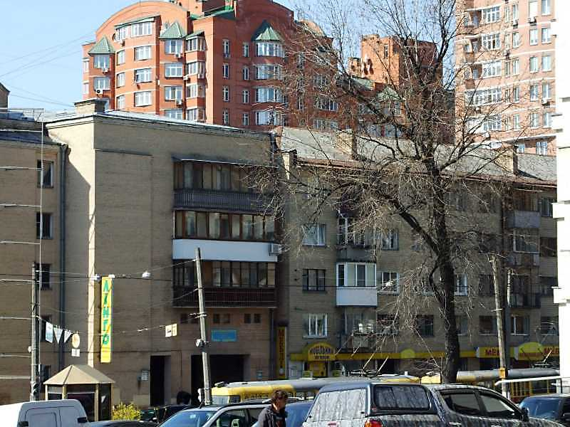 2009 р. Фрагменти будинків № 1 (зліва) і 3-7 (справа)