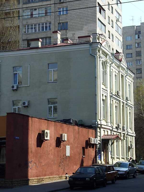 2009 р. Будинок (№ 13?) у перспективі…