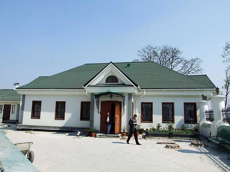 2009 р. Головний фасад. Вигляд із заходу