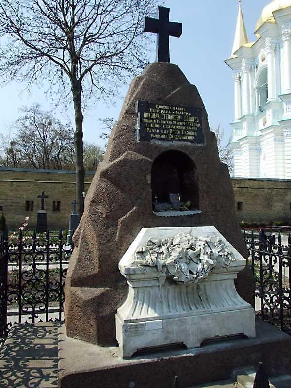 Могили М.С.Леонова (+1877) та С.С.Леонова (+1899)