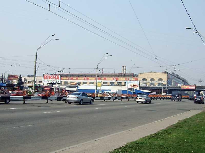 2009 р. Шляхопровід вул. В.Гетьмана над проспектом Перемоги на тлі корпусів заводу…