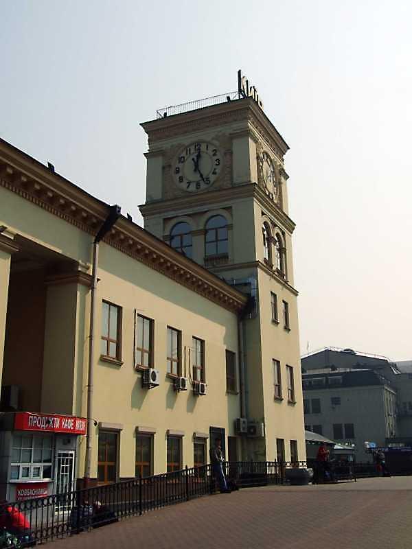 Фрагмент фасаду з баштою
