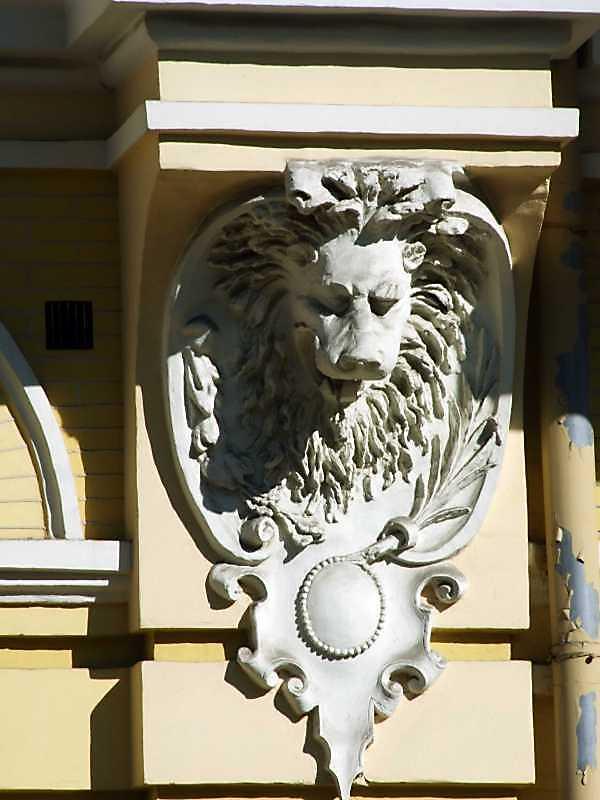 Консоль колони з головою лева