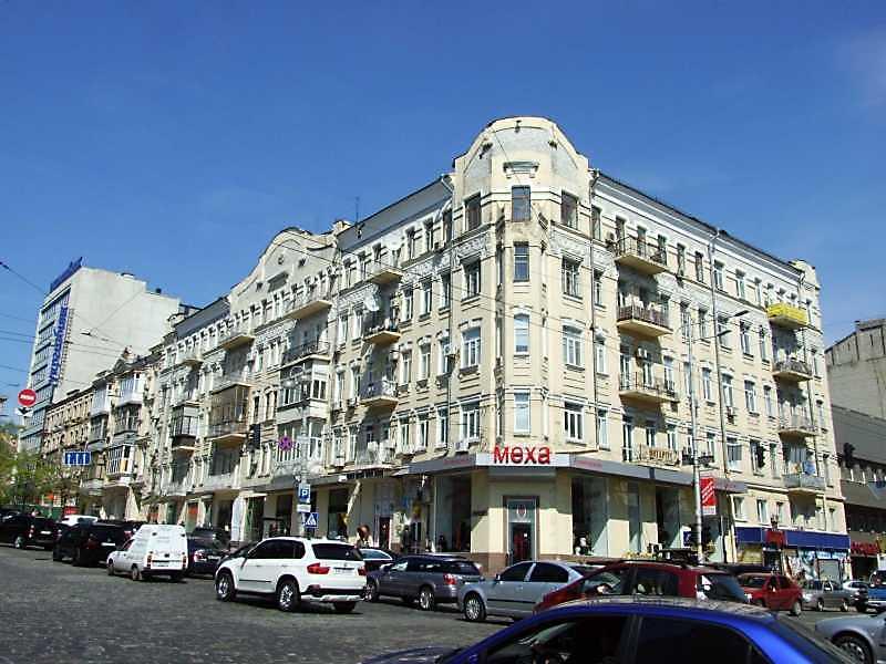 2009 р. Загальний вигляд (зліва – вул. Вел.Васильківська, справа – вул. Саксаганського)