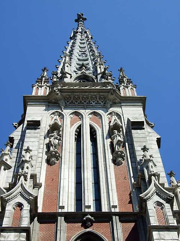 2009 р. Фрагмент фасаду правої башти