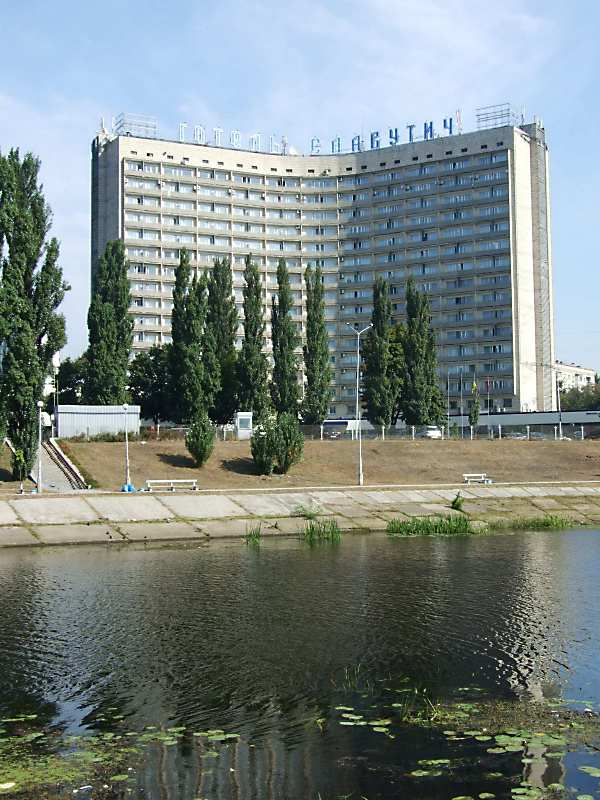 "Готель ""Славутич"" (Ентузівстів, № 1)"