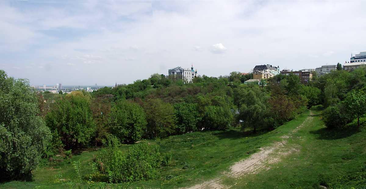 2010 р. Панорама Старокиївської гори з Пейзажної алеї