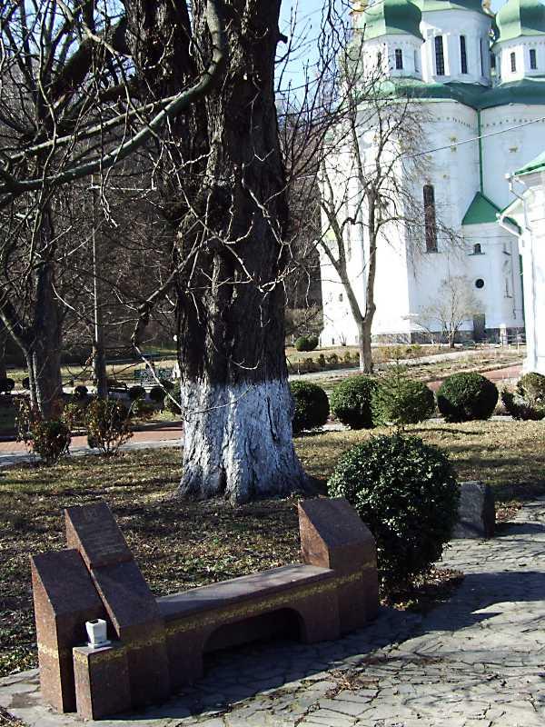 2011 р. Могили Ф.М.Хрущової та М.Когута