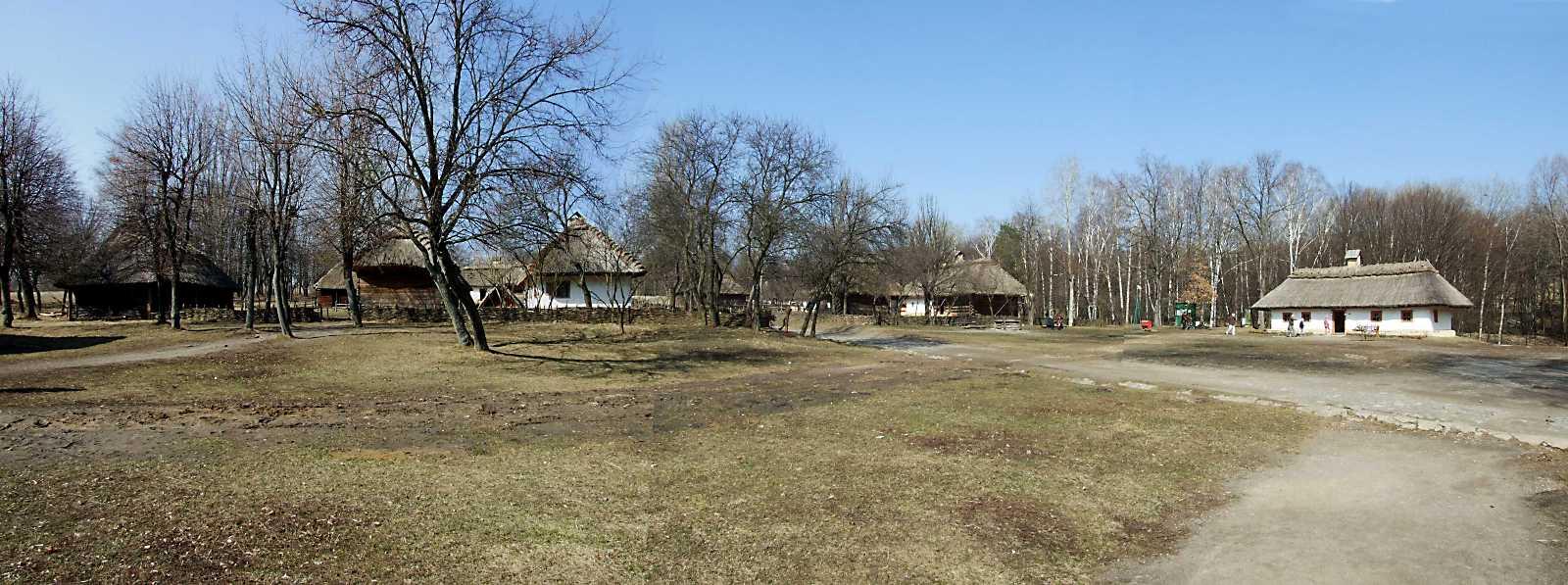 2011 р. Панорама площі села (садиби 6, 5, управа 7)