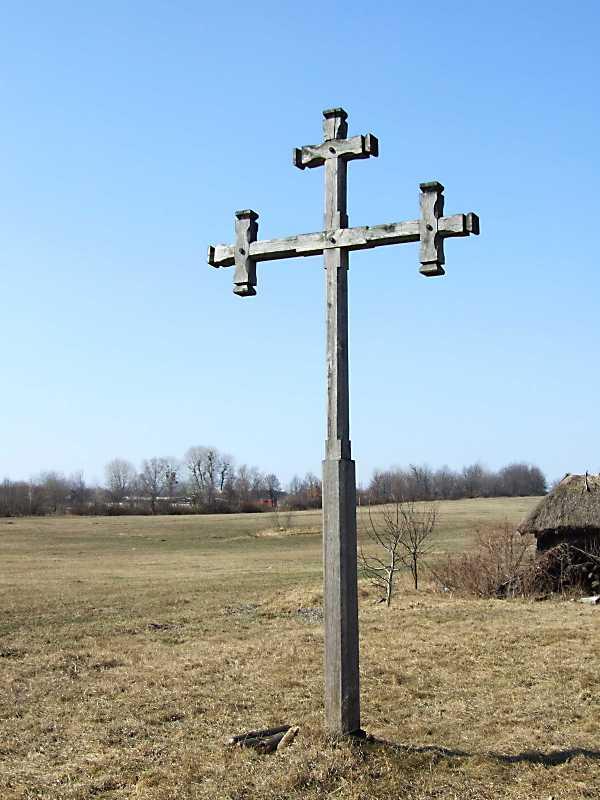 2011 р. Придорожний хрест між садибою…