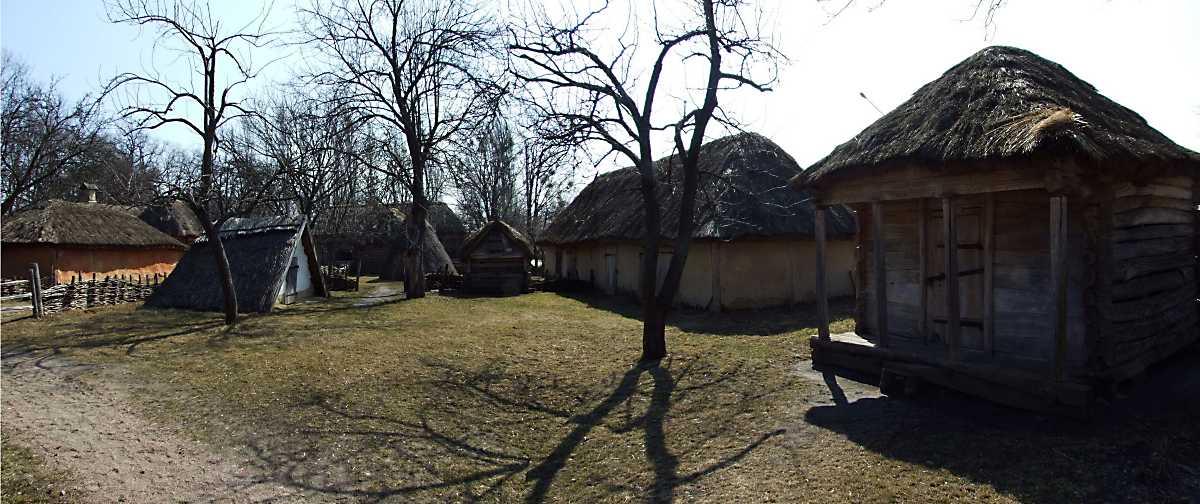 2011 р. Панорама двора