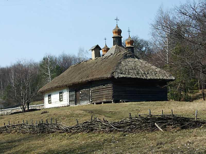 2011 р. Загальний вигляд на тлі церкви…