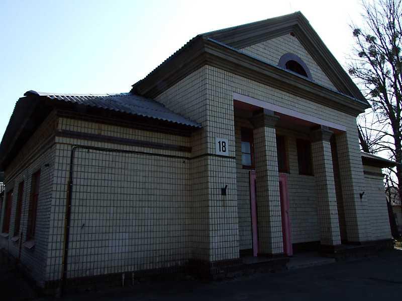 2011 р. Головний фасад. Вигляд з…