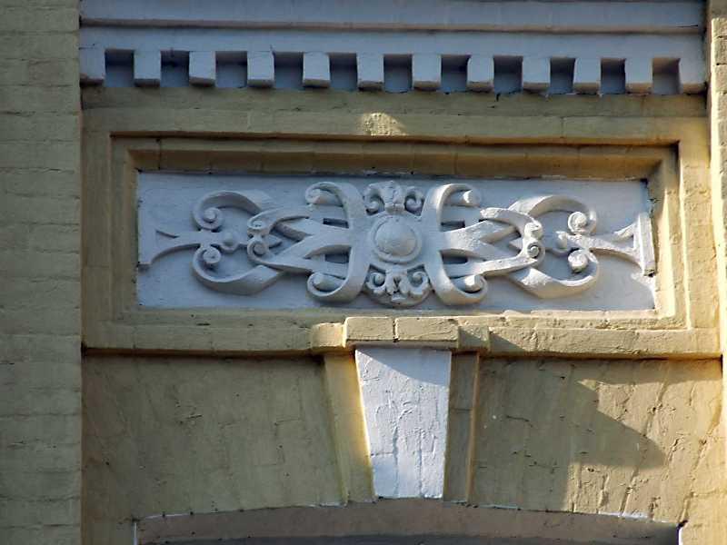 Рельєфна вставка на сходовій клітці