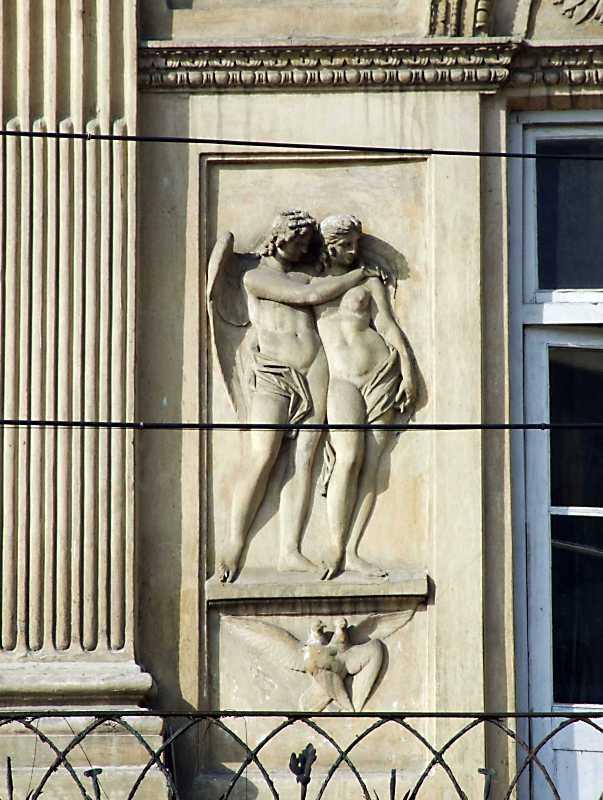 Ліва скульптурна група «Амури і Психея»