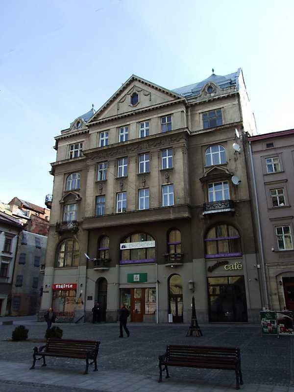 Будинок (пл. Яворського, № 1)