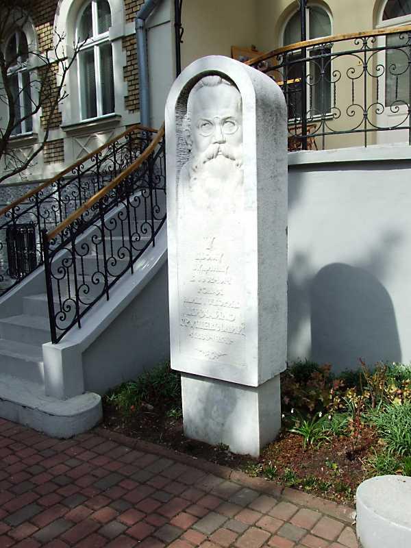 2012 р. Пам'ятний знак М.Грушевському
