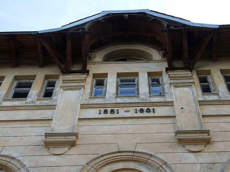 Фрагмент головного фасаду з датами 1851 – 1901