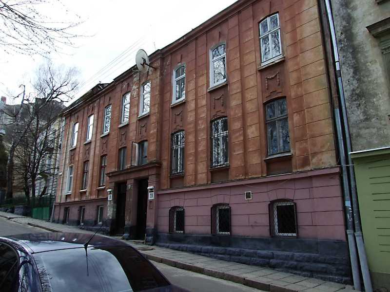 2013 р. Житлові будинки № 30, 28