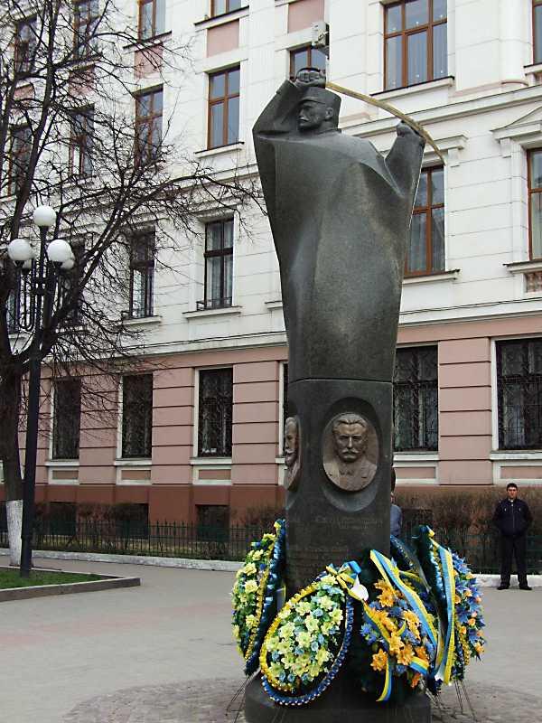 Пам'ятник діячам ЗУНР
