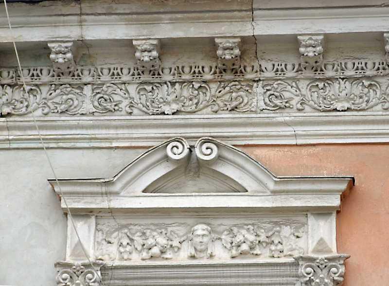 Фрагмент скульптурного декору