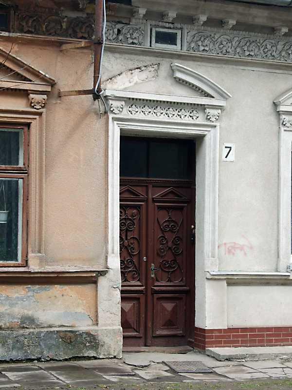 2012 р. Двері