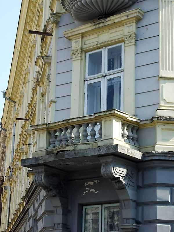2012 р. Наріжний балкон 2-го поверху