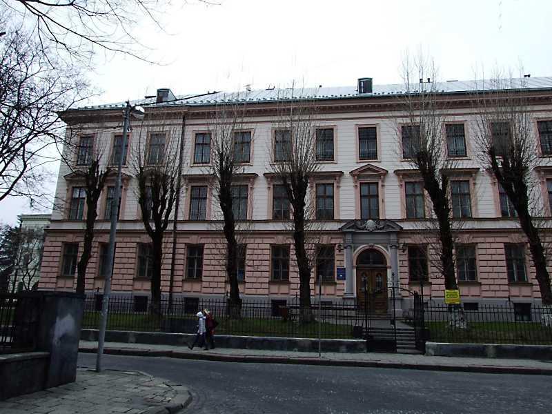2012 р. Ліва частина головного фасаду