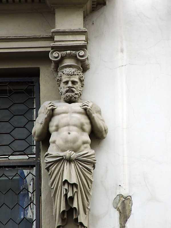 Скульптура атланта
