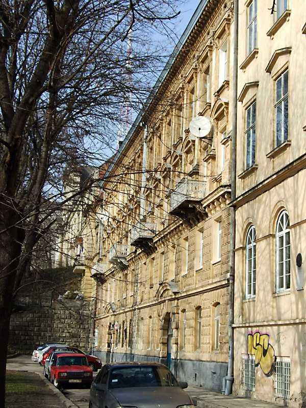 2012 р. Головний фасад у ракурсі