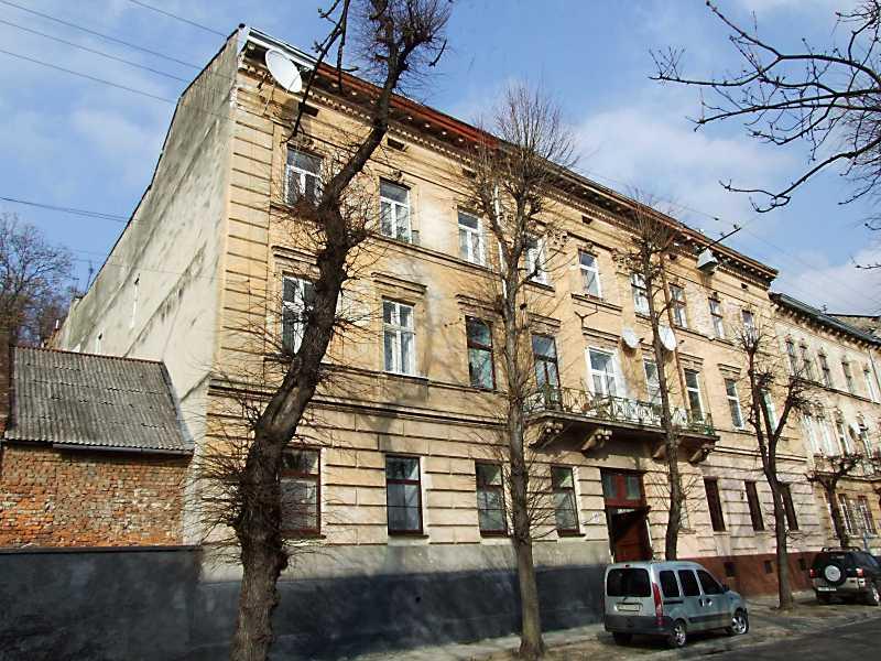 В цьому будинку (вул. Куркова, нині Лисенка, 25) жив давній товариш І. Франка Й. Райхерт. В листопаді – грудні 1914 р. важко хворий письменник мешкав у його квартирі.