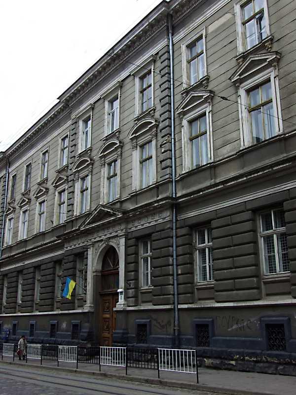 2012 р. Фасад по вул. П. Дорошенка в ракурсі