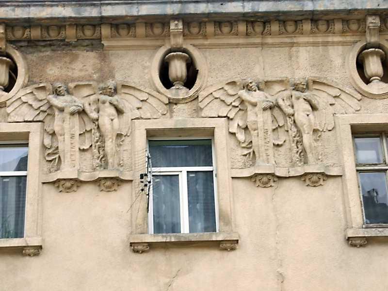2012 р. Вікно 3-го поверу та сецесійні…