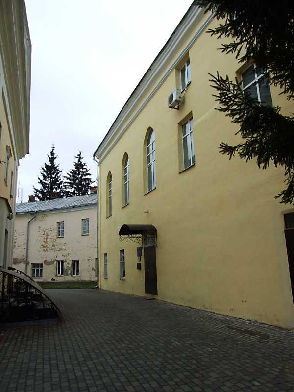 2012 р. Центральна частина. Вигляд з позиції С2, з боку двора