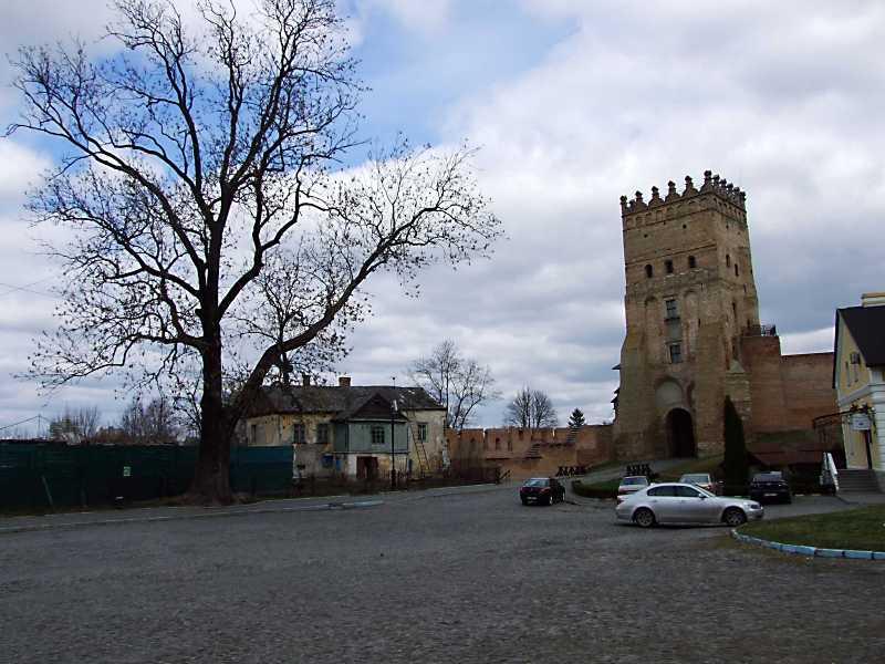 Будинок Пузин і Надбрамна башта