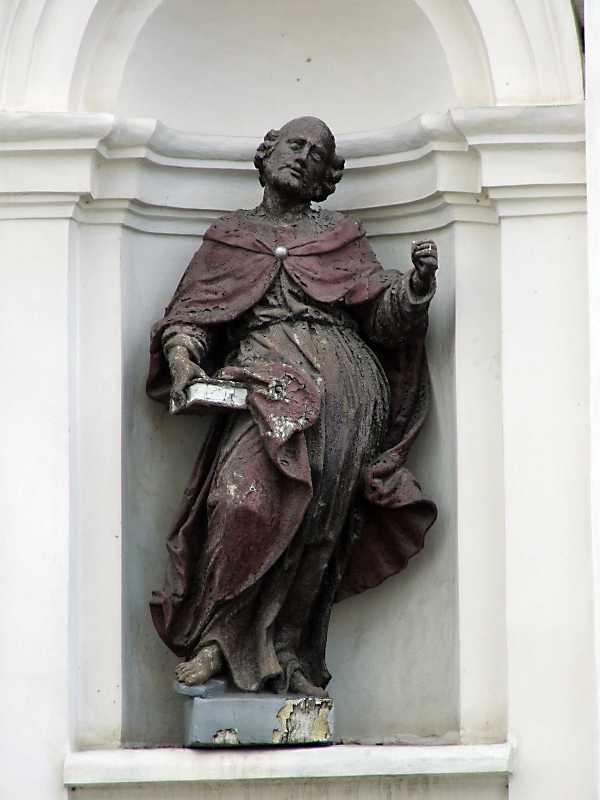 Скульптура святого в лівій ніші…