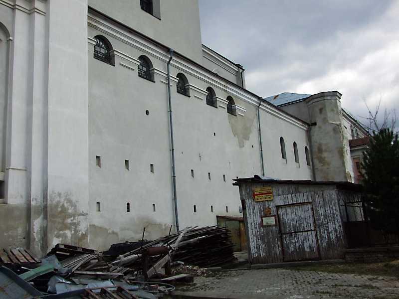 2012 р. Бічний фасад костелу