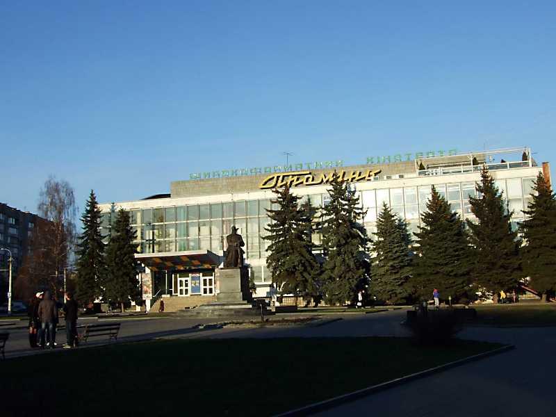 2012 р. Панорама площі з пам'ятником
