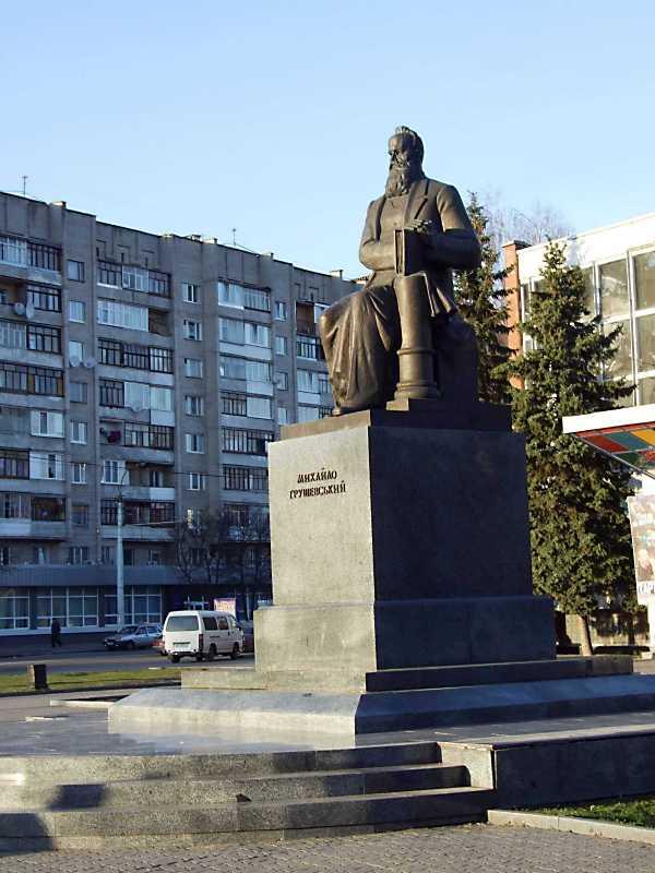 Пам'ятник М.С.Грушевському у Луцьку відкрито в 2002 р. на площі Грушевського.