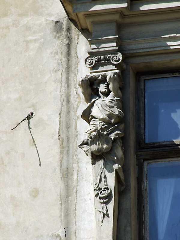 Ліва скульптурна пілястра