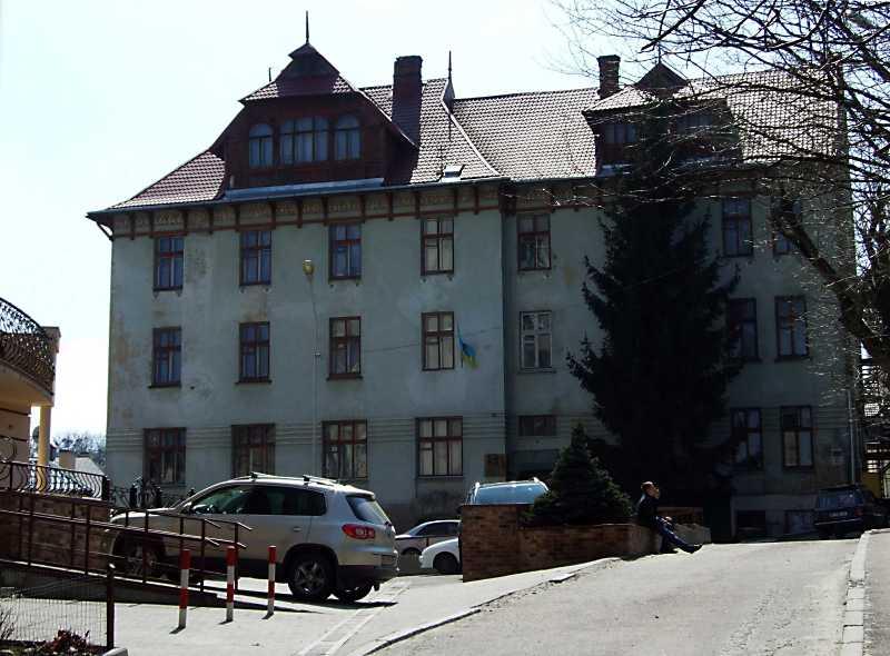 Академічний дім (№ 21а)