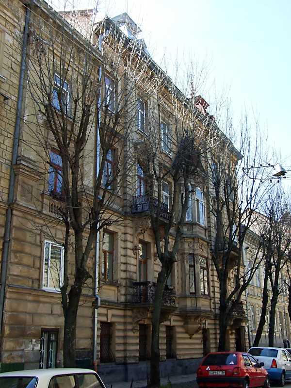 В будинку за сучасною адресою вул. Глібова, 9 Іван Франко оселився у 1886 р., повернувшись із Києва з дружиною Ольгою. Він жив тут до вересня 1887 року.