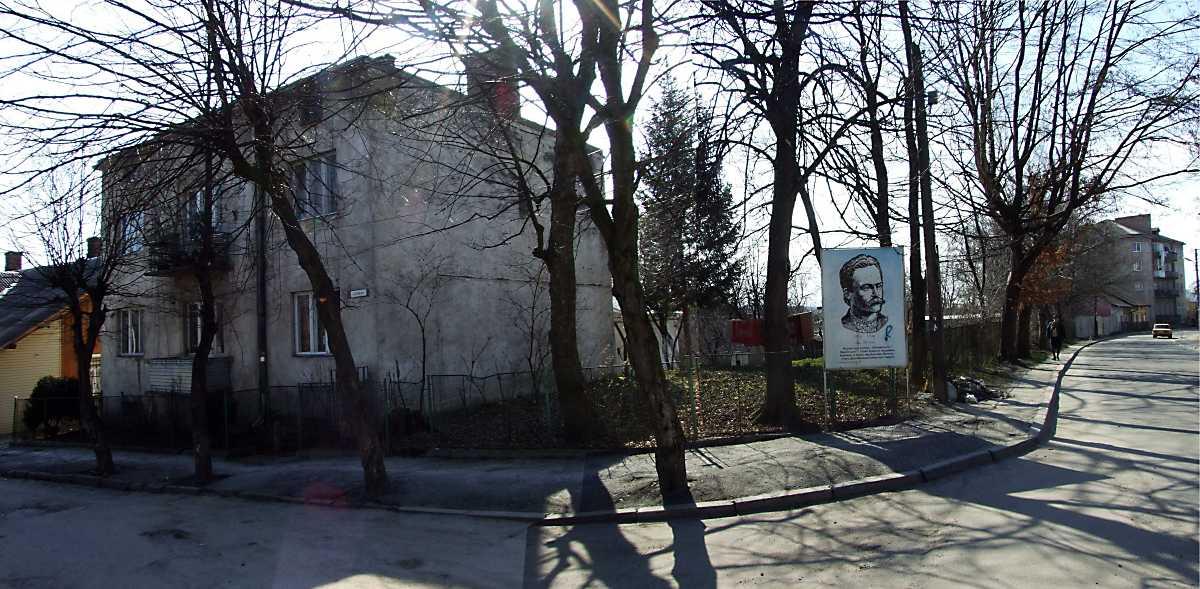 2013 р. Панорама рогу вул. Маріїнської…