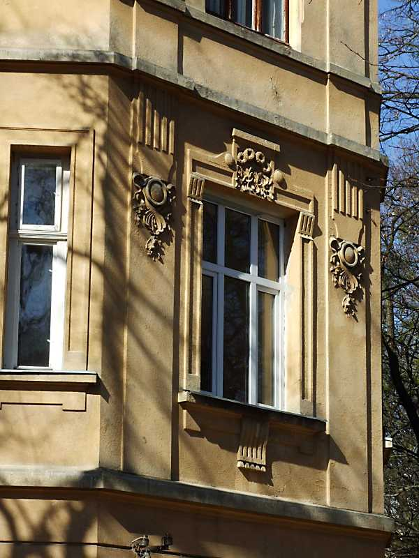 Наріжне вікно 2-го поверху