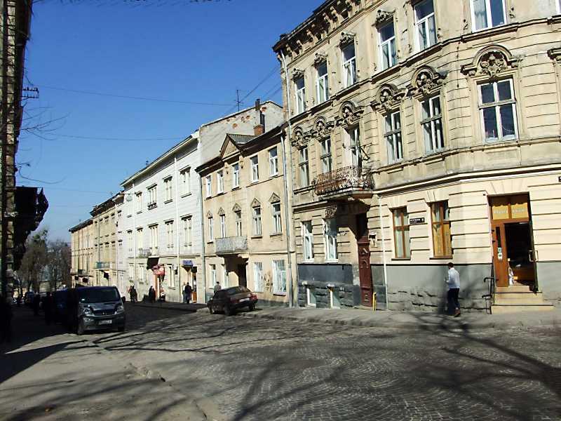 2013 р. Перспектива від вул. Гуцульської в бік вул. Винниченка