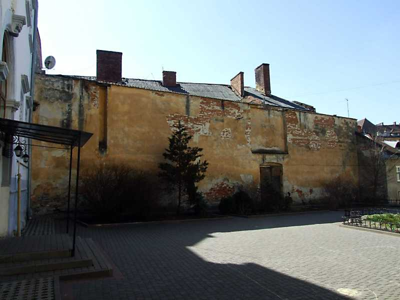 2013 р. Південна стіна двора. Вигляд з…