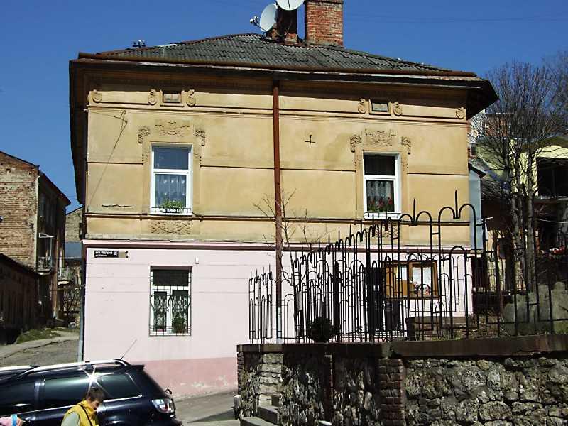 2013 р. Фасад по вул. Підгірній