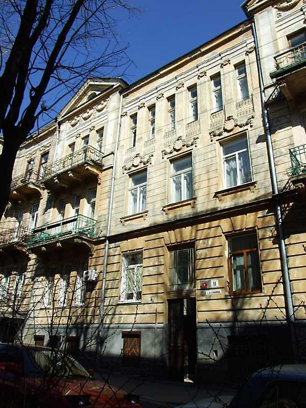2013 р. Ліва частина головного фасаду